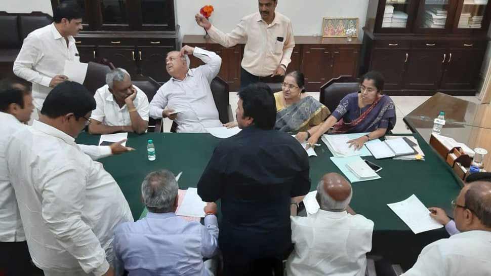कर्नाटक के बागी विधायकों का दावा- कांग्रेस के नेताओं से खतरा, दूसरी बार मिली धमकी