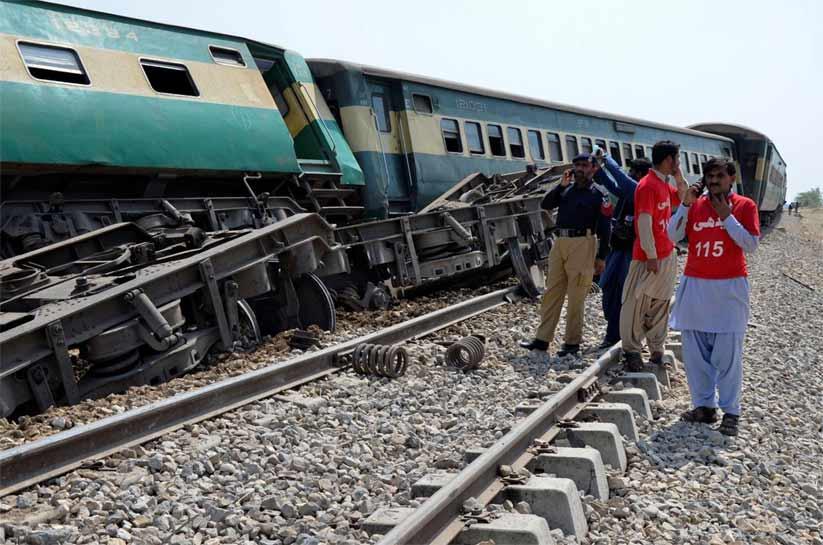 'कंगाल' पाकिस्तान में रेलवे की हालत खस्ता, 150 साल पुराने रेलवे पटरी के भरोसे ट्रेन