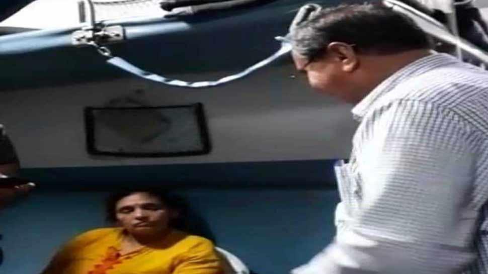 डॉक्टर से सांसद बने महेंद्र मुंजापरा ने ट्रेन में किया इलाज, बचाई महिला की जान