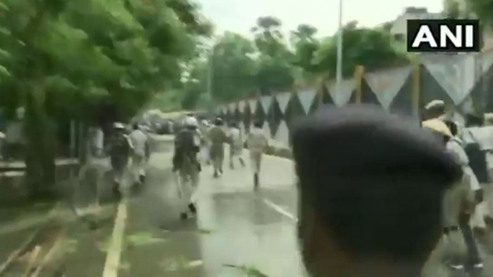 VIDEO: बिहार विधानसभा का घेराव करने आए शिक्षकों पर लाठीचार्ज, पटना में भीषण जाम