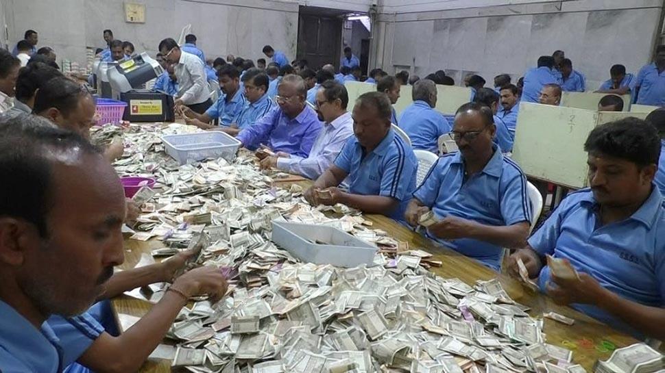 शिरडी: साईबाबा मंदिर में तीन दिन में आया 4 करोड़ 52 लाख का चढ़ावा