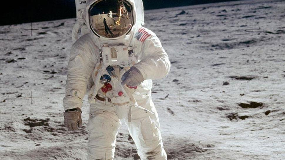 50 साल पहले आज ही चांद पर इंसान ने रखा था पहला कदम, यहां जानें मिशन की अनसुनी बातें