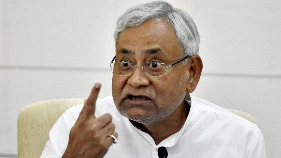 बिहार में मची सियासी हलचल, RJD के वरिष्ठ नेता अब्दुल बारी सिद्दिकी के घर जाकर नीतीश ने की मुलाकात
