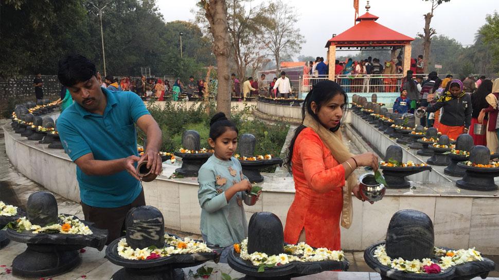 जयपुर: सावन के पहले सोमवार को शिवालयों में उमड़ा भक्तों का हुजूम