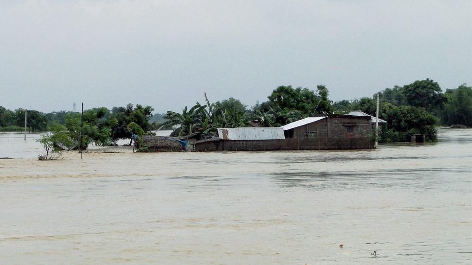 बिहार में बाढ़ का संकट गहराया, अब तक 102 लोगों की मौत