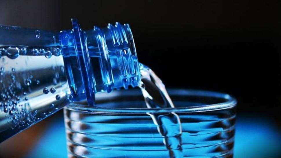 खूबसूरत त्वचा के लिए ज्यादा पानी पीते हैं तो हो जाइए सावधान, हो सकते हैं ये बड़े नुकसान
