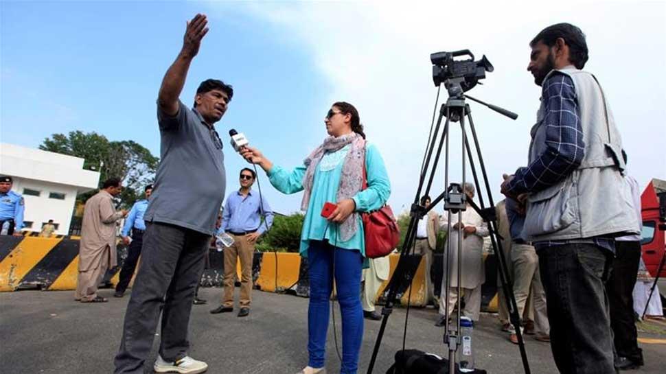 पाकिस्तान में मीडिया चैनलों पर लगाई जा रही है पांबदी, विपक्ष खटखटाएगा SC का दरवाजा