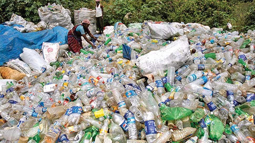 इस रेलवे स्टेशन पर 5 रुपए में खरीदी जा रही बेकार प्लास्टिक की बोतलें, जानिए क्या है वजह