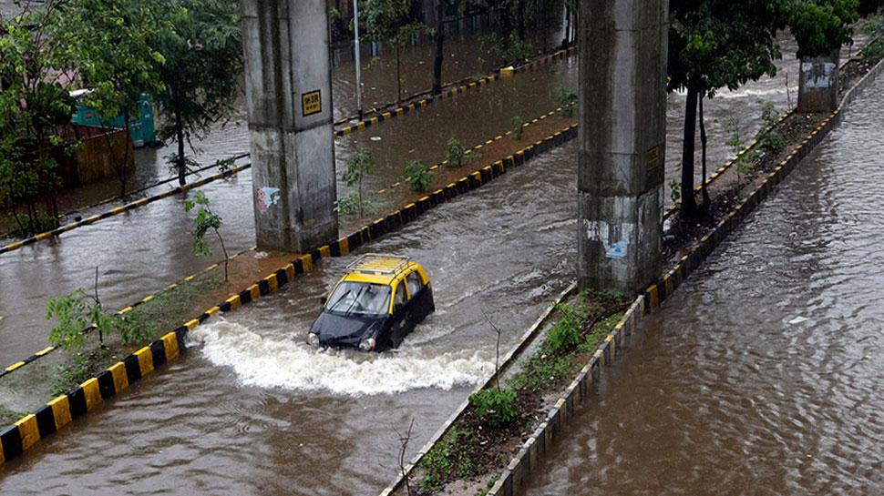 मुंबई पर काले बादलों का घेरा, रातभर हुई जमकर बारिश, अगले 24 घंटों में होगी भारी बरसात