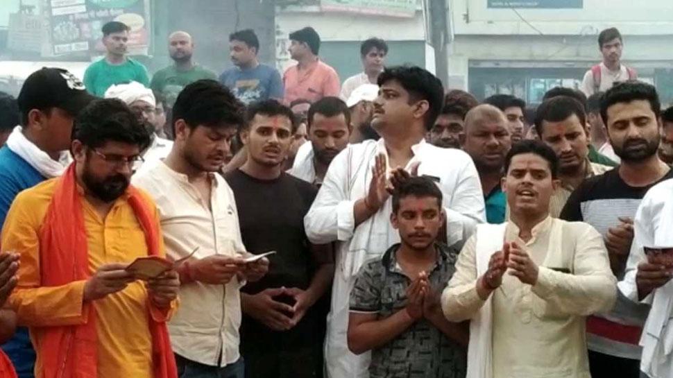 बागपत: NH-709 पर किया हनुमान चालीसा का पाठ, हिंदू समर्थक बोले- 'हम क्यों नहीं कर सकते'