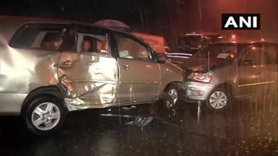 मुंबई में आफत की बारिश, अंधेरी में लो विजिबिलिटी के कारण 3 कारें टकराई, 8 घायल