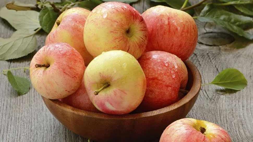 सेब खाने वाले हो जाएं चौकन्ने, कहीं आप लाखों बैक्टीरिया तो नहीं निगल रहे?