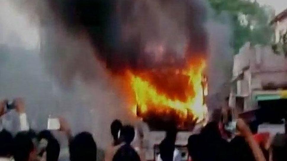 बांसवाड़ा: चलती बस में शार्ट सर्किट से लगी आग, यात्रियों ने कूदकर बचाई जान