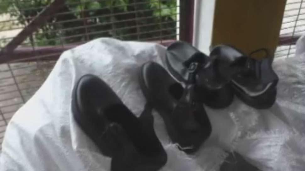 यूपी के टीचर्स को नहीं है जूतों की पहचान! 4 हजार लड़कों को बांट दिए लड़कियों के जूते
