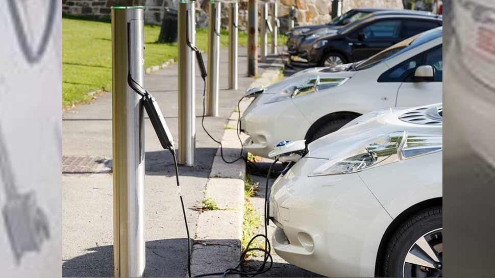 इलेक्ट्रिक कार लेने वालों को इस कंपनी का तोहफा, नोएडा में बनेंगे 100 चार्जिंग स्टेशन
