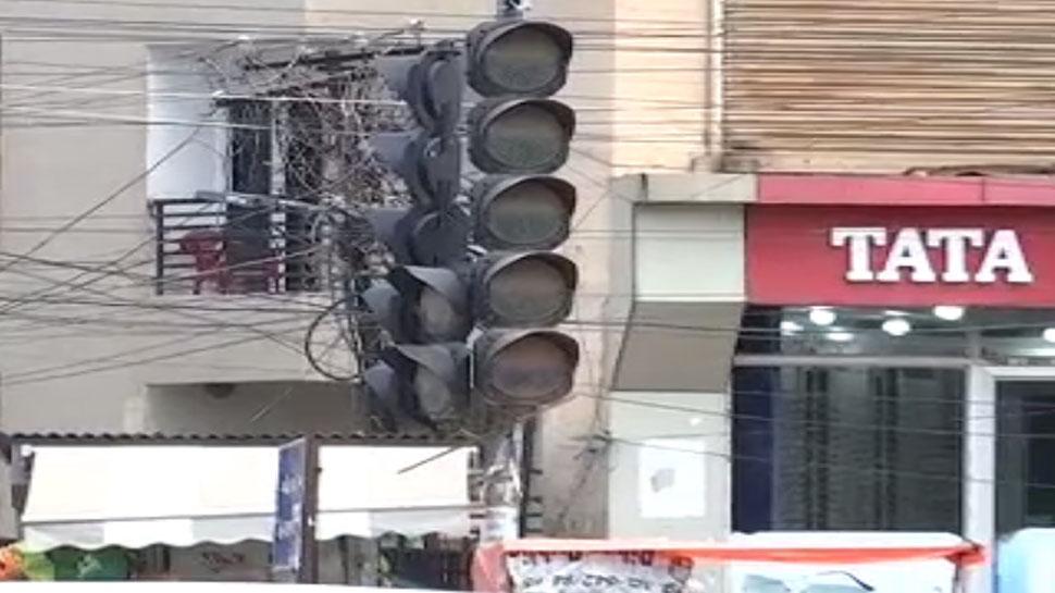 राजधानी पटना में राम भरोसे है यातायात सुरक्षा, नहीं काम कर रहे ट्रैफिक सिग्नल
