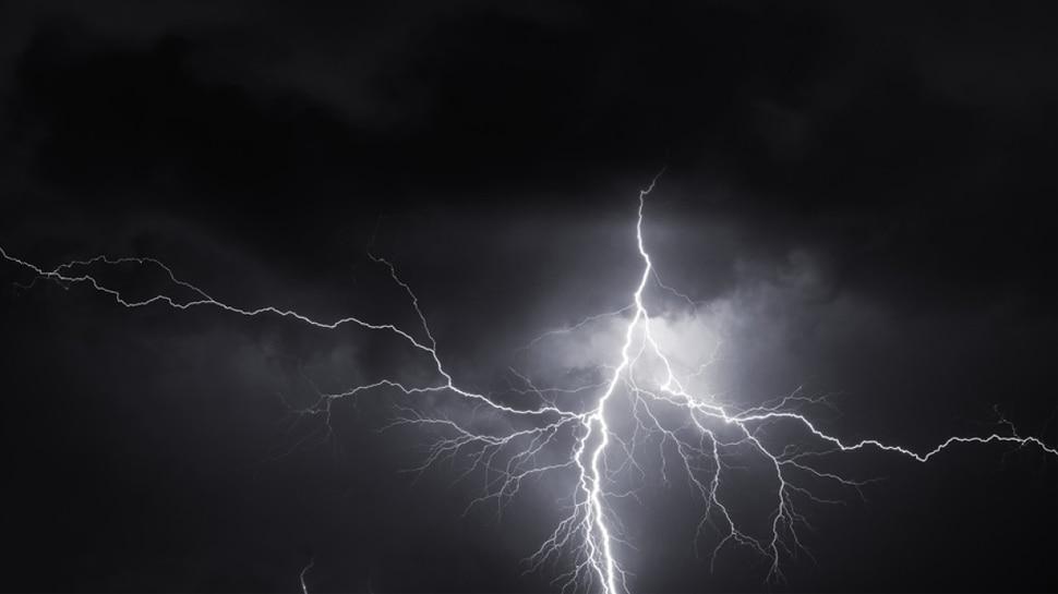 भोजपुर: आकाशीय बिजली की चपेट में आए दो लोग, एक की मौत