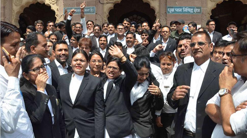 उत्तर प्रदेश: मुख्यमंत्री से मुलाकात न होने से नाराज वकील करेंगे हड़ताल