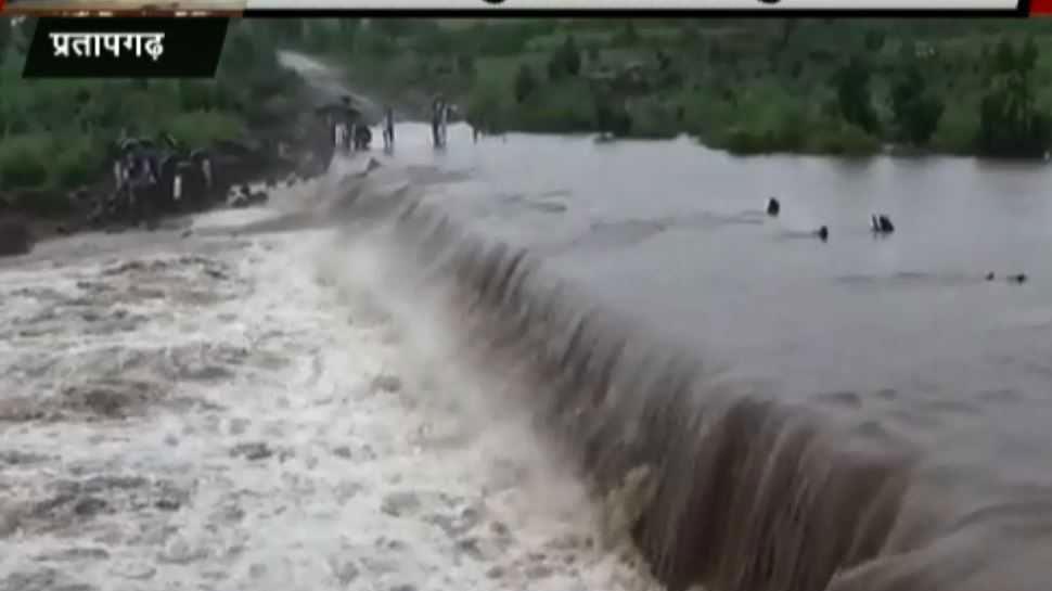 कोटा: मुसलाधार बारिश से सरकारी स्कूल हुए बेहाल, कमरों में घुसा पानी