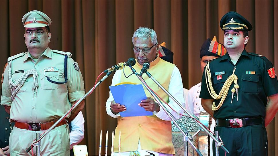 राज्यपाल पद की शपथ लेते ही देवघर पहुंचे फागू चौहान, बाबा बैद्यनाथ मंदिर में की पूजा-अर्चना