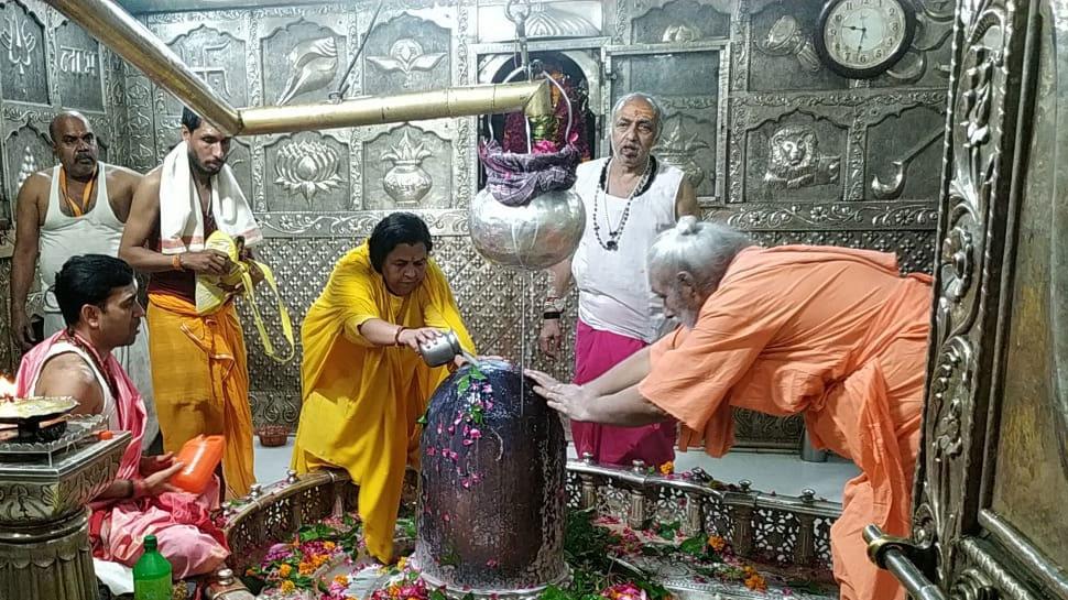 जानिए, महाकाल मंदिर के पुजारियों ने उमा भारती के लिए क्यों मंगवाई साड़ी..