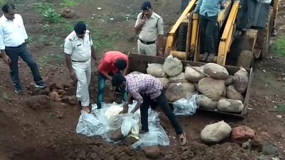 मंदसौर में खाद्य विभाग ने नष्ट किया 6 क्विंटल दूषित मावा, गोदाम किया सील