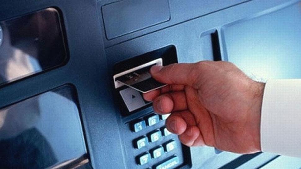 ATM में रहें सावधान, डेबिट कार्ड क्लोन कर खाते से निकाले गए पैसे