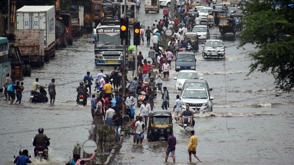 बारिश का कहर, मुंबई में सोमवार को बंद रहेंगे स्कूल, सरकार ने कहा-जरूरी हो तभी घर से निकलें