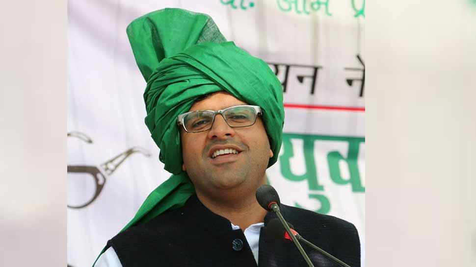 जेजेपी पार्टी के नेता दुष्यंत चौटाला बोले, 'हम कश्मीर पर केंद्र सरकार के कदम का समर्थन करते हैं'