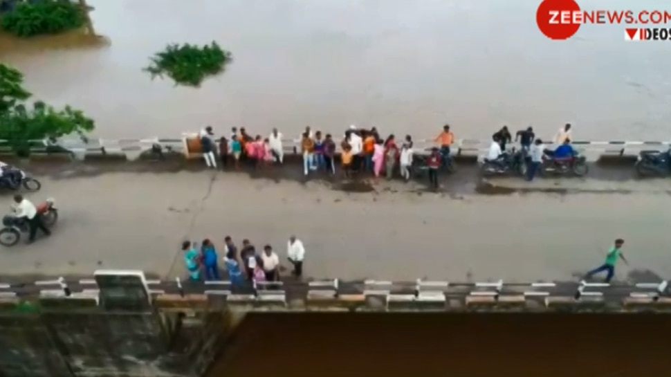 VIDEO: भारी बारिश के बाद बढ़ा कृष्णा नदी का जलस्तर, बाढ़ के पानी से घिरे सांगली के कई गांव