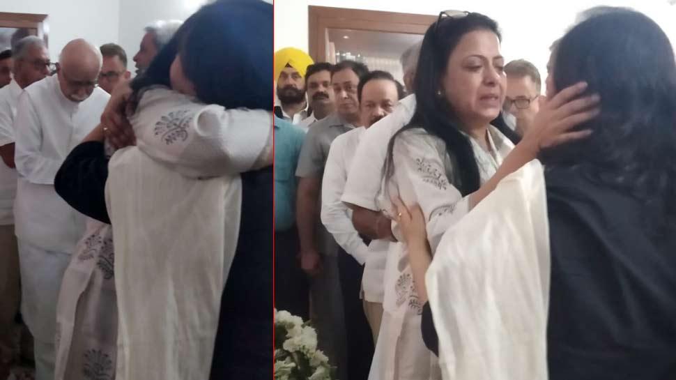 Video: सुषमा स्वराज की बेटी के गले लगकर रो पड़ीं प्रतिभा आडवानी