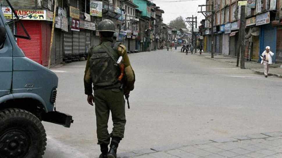 सोशल एक्टिविस्ट साजिद मीर बोले, 'कश्मीर में नहीं है माहौल खराब, सभी लोग खुश हैं'