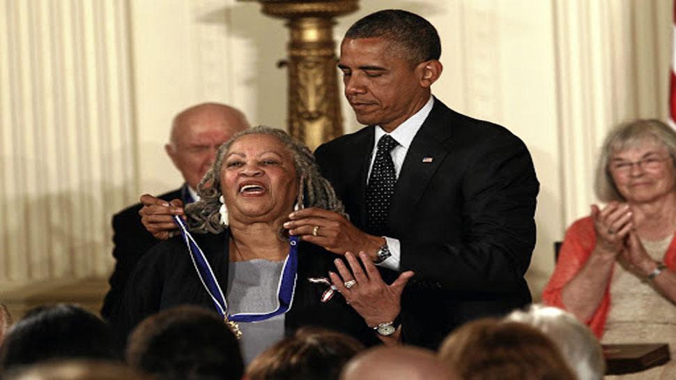 टोनी मॉरीसन का निधन, अफ्रीकी मूल की पहली अमेरिकी लेखिका जिनको मिला नोबल पुरस्कार