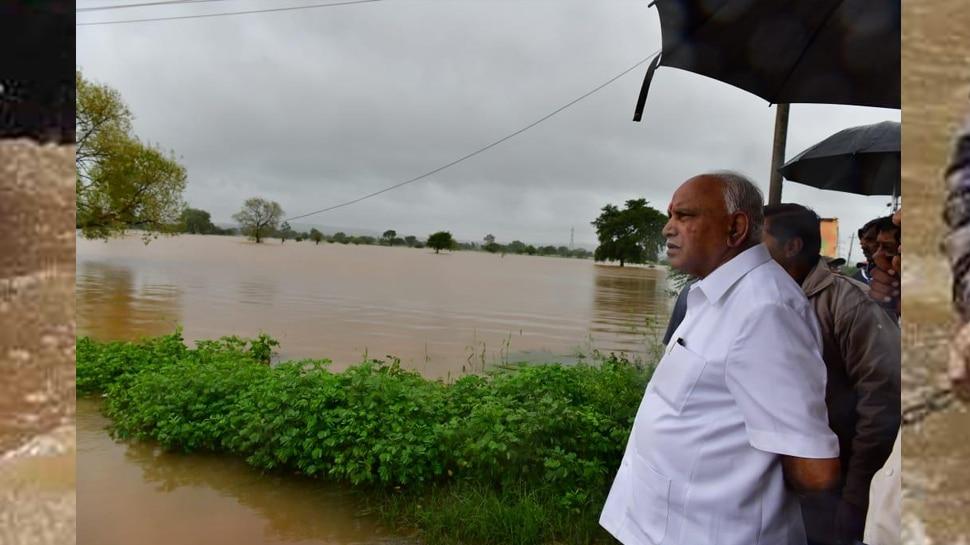 भीषण बाढ़ की चपेट में उत्तर कर्नाटक, CM येदियुरप्पा बाढ़ प्रभावित इलाके में खुद रुककर ले रहे हैं जायजा