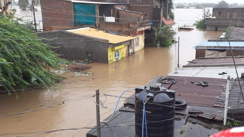 महाराष्ट्र: भीषण बाढ़ की चपेट में सांगली, 30 लोगों से भरी बोट पलटी, 11 लोगों की मौत