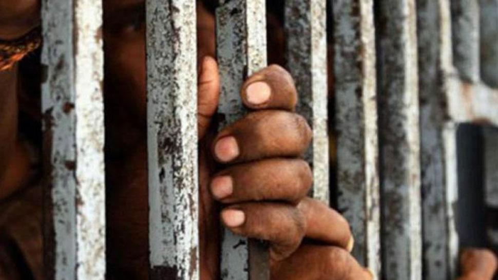 जम्मू कश्मीर से आगरा शिफ्ट किए गए 30 कैदी, एयरपोर्ट से 3 गाड़ियों से सीधे सेंट्रल ले जाया गया