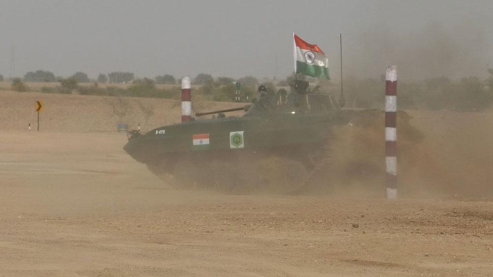 जैसलमेर में दिख रहा है अलग नजारा, टैंक के धमाकों की आवाज, उड़ती रेत और...