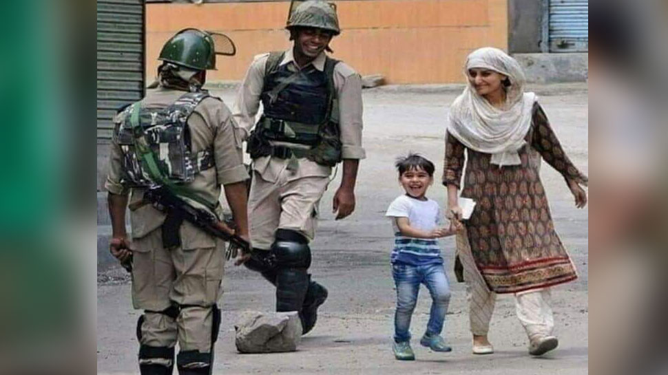 pic viral of child smile in jammu kashmir after saw police