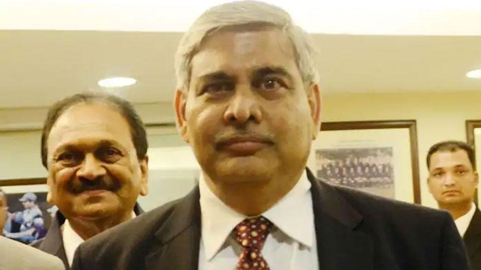 BCCI के अधिकारी हैरान, टैक्स विवाद में शशांक मनोहर के रुख पर जताई आपत्ति