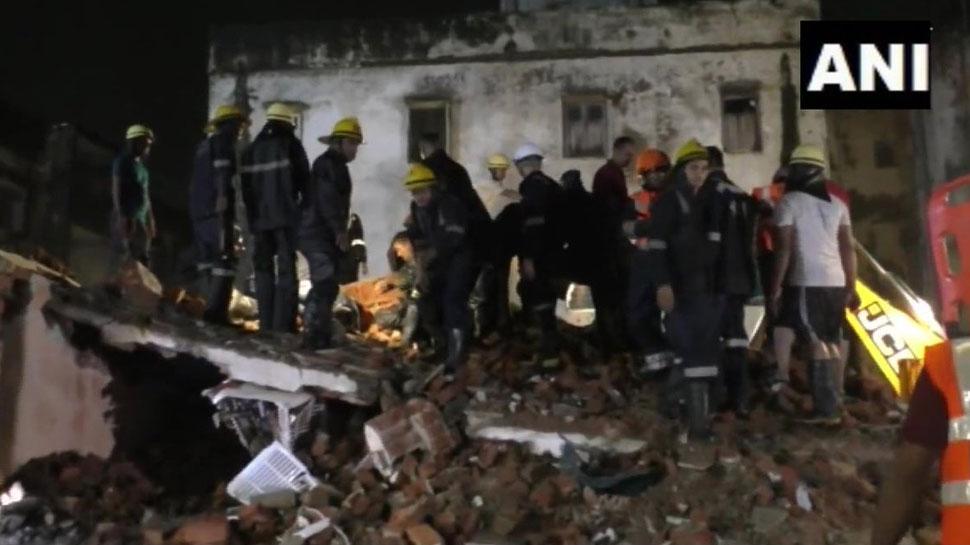बारिश से गुजरात के नाडियाड में गिरी 3 मंजिला इमारत, 4 की मौत, कई के दबे होने की आशंका