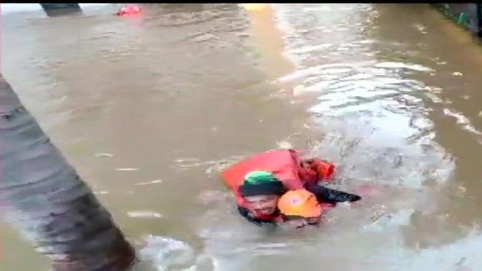 गुजरात में बारिश से 12 घंटे में 10 लोगों की मौत, अब तक 98 लोगों की गई जान