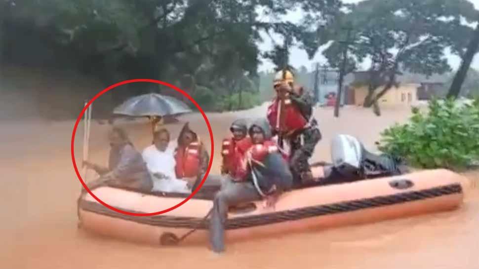 VIDEO: बाढ़ में फंसे कांग्रेस के ये दिग्गज नेता, आनन-फानन में नाव से किया गया रेस्क्यू