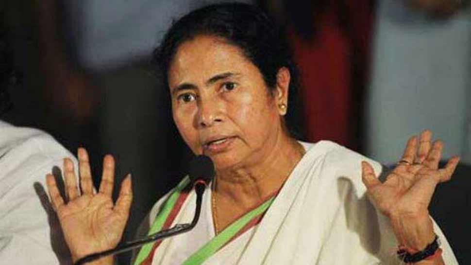 दुर्गा पूजा समितियों को आयकर विभाग के नोटिस पर भड़कीं ममता, TMC विरोध में देगी धरना