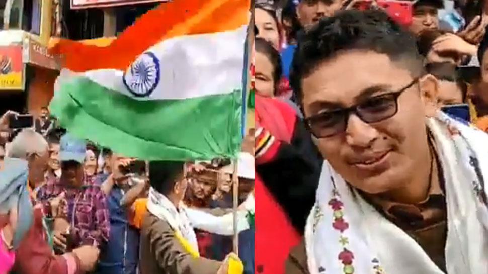 VIDEO: लद्दाख के सांसद ने फिर जीता दिल, हाथ में तिरंगा लेकर लेह के बाजार में लोगों संग नाचे