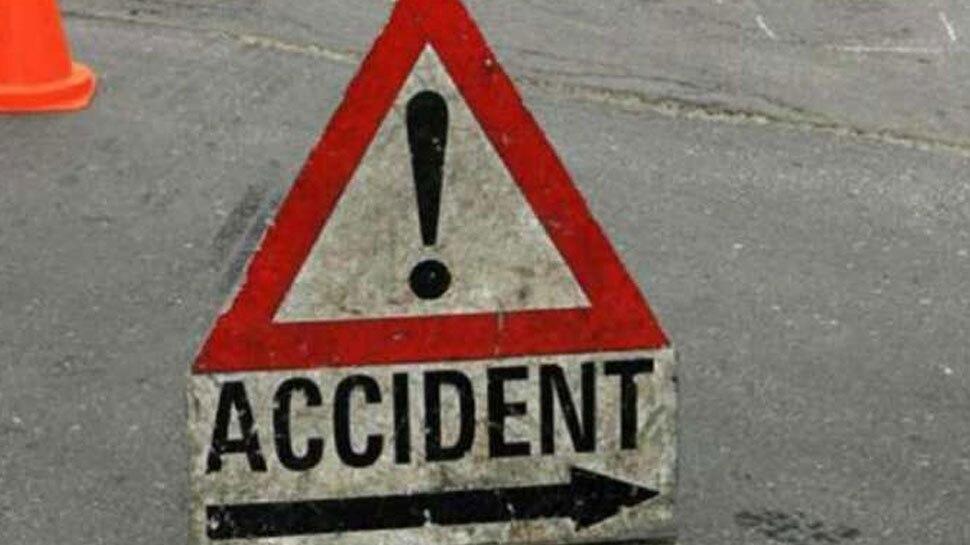 बागपत में सोनीपत-मेरठ हाईवे पर पलटी बस, 25 लोग थे सवार, 5 गंभीर घायल