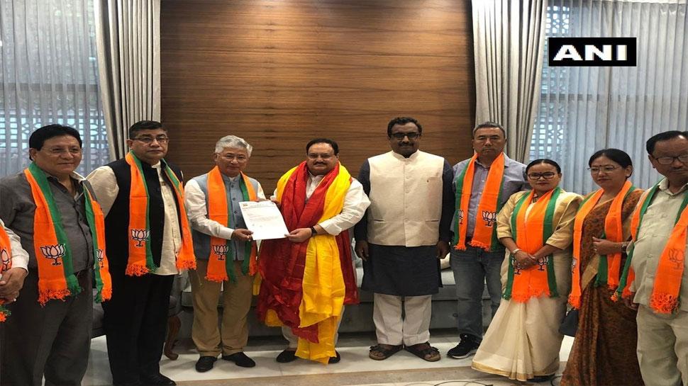 सिक्किम में BJP को बड़ी सफलता, SDF के 10 विधायक भाजपा में हुए शामिल