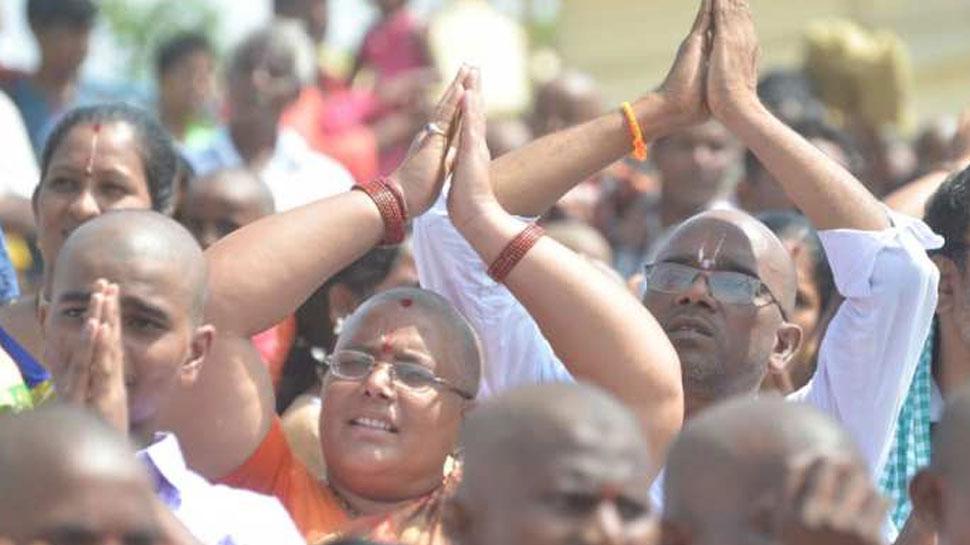 तिरुपति बालाजी मंदिर में उमड़ा श्रद्धालुओं का हुजूम, हजारों भक्तों ने कराया मुंडन