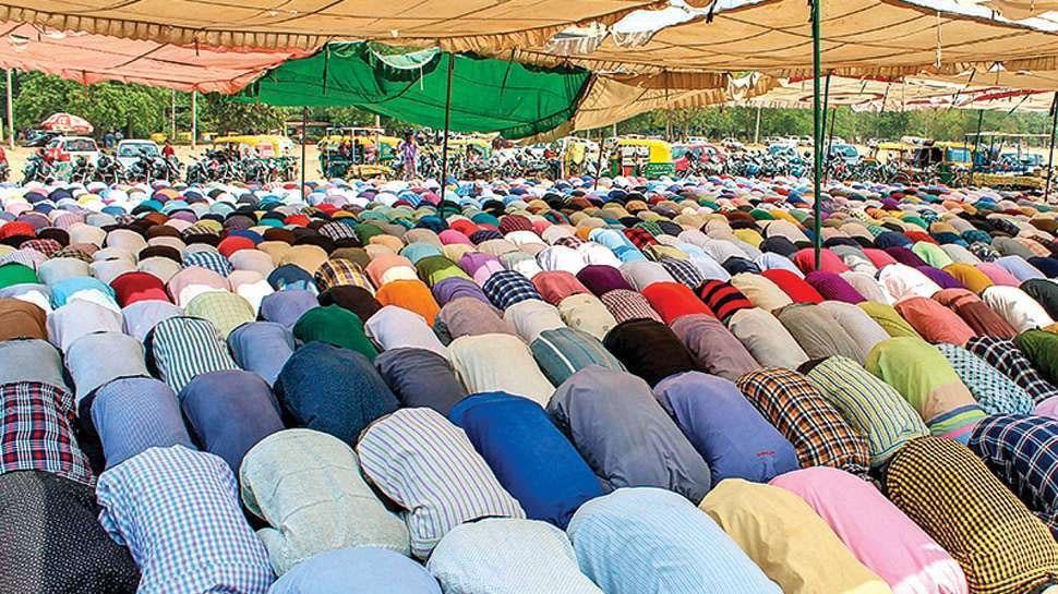 यूपी में सार्वजनिक जगहों पर नमाज पढ़ने पर रोक, DGP बोले- ऐसी अनुमति नहीं देंगे, जिससे लोगों को परेशानी हो