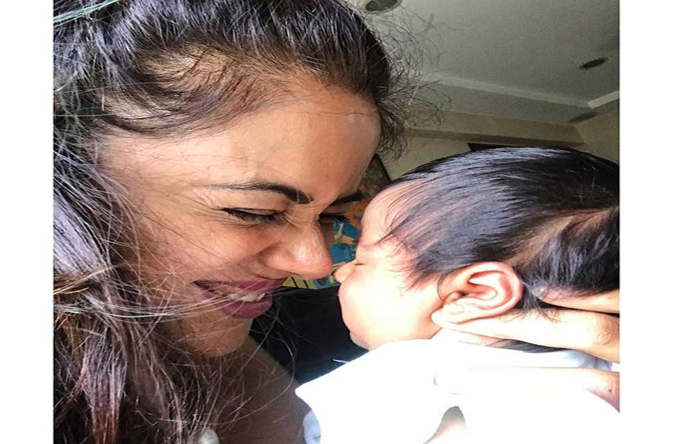 Sameera Reddy shared adorable photo of daughter