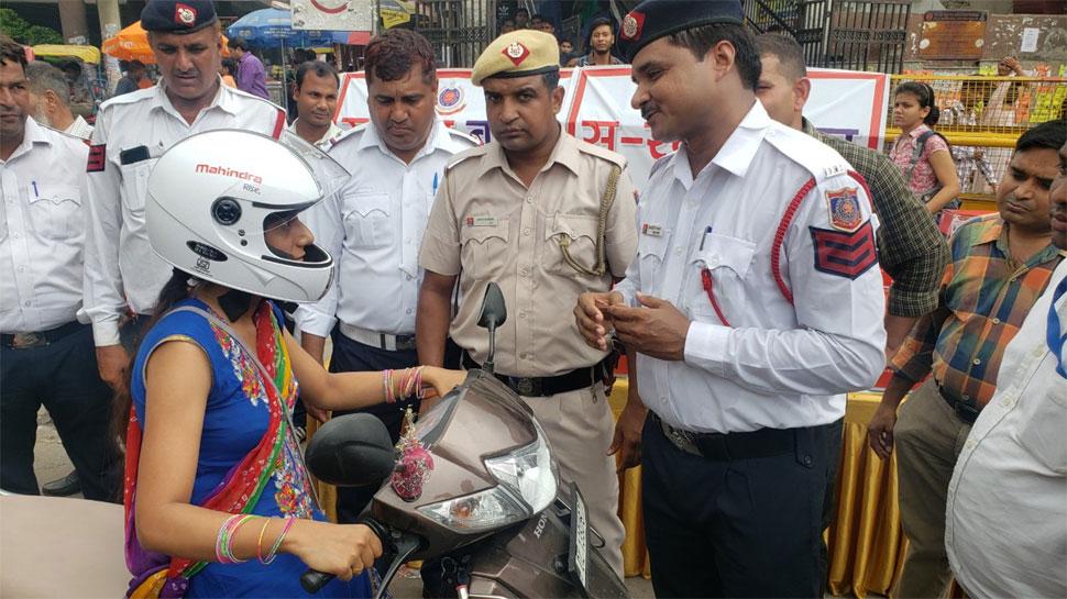 दिल्ली पुलिस की पहल 'हैप्पी सु-रक्षा बंधन', बहनों से कराया वादा- हेलमेट जरूर पहनेंगे